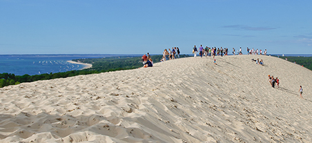 Tourists Flocked in to La Dune du Pyla -- Holiday Apartments Bordeaux
