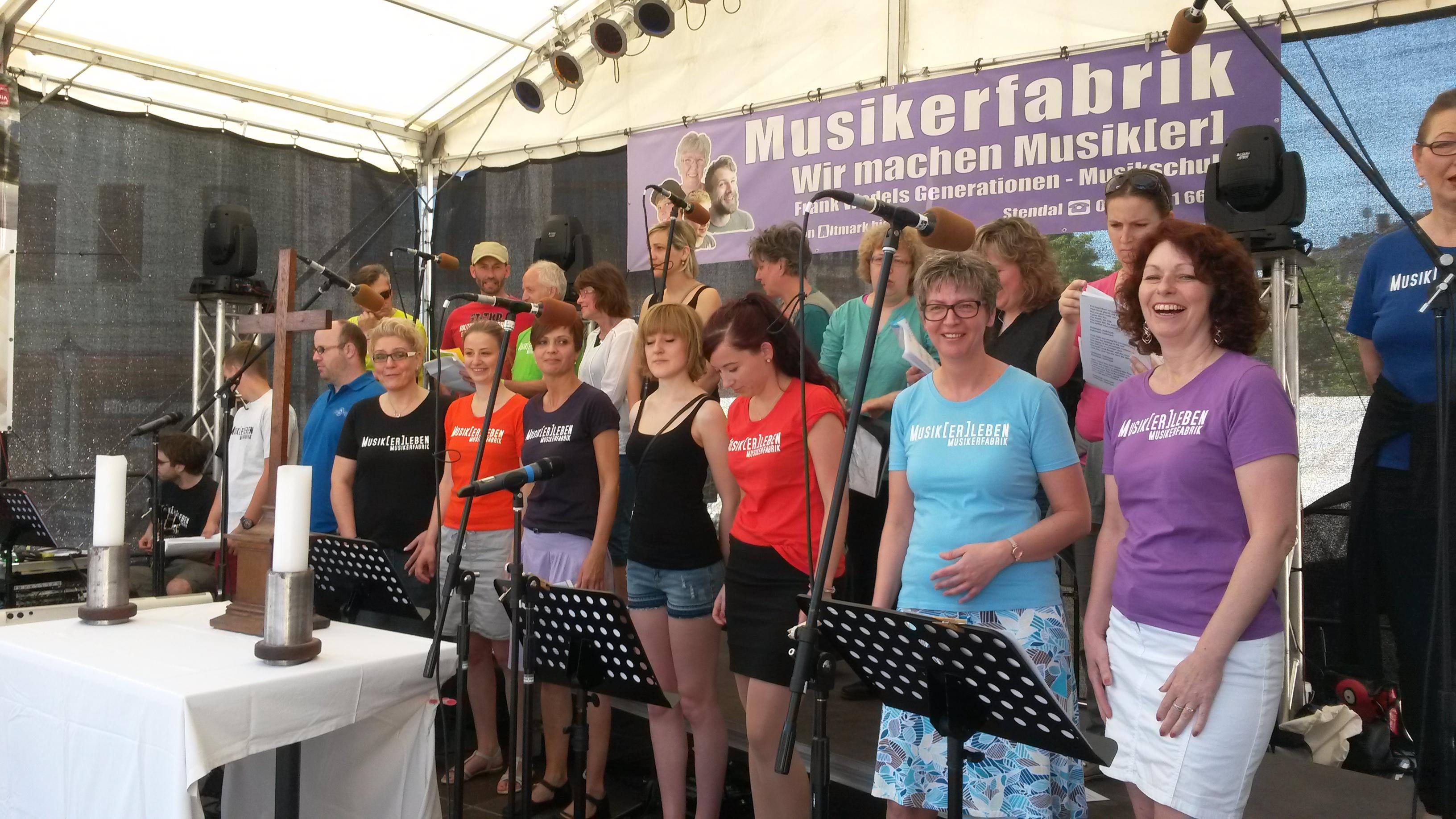 Gospelchor der Musikerfabrik beim Bikergottesdienst OpenAir