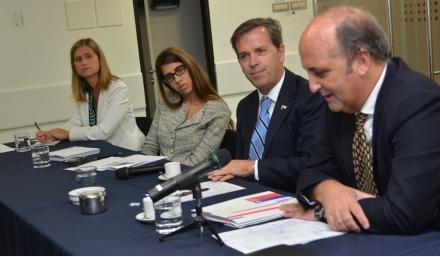 Miembros del Consejo presentan la estrategia al Ministro
