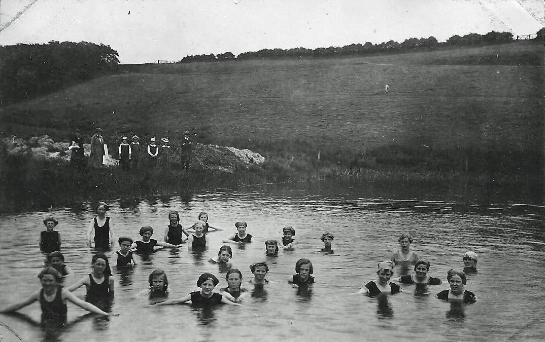 1018_-_Girls_Swimming_-_1919[1].jpg