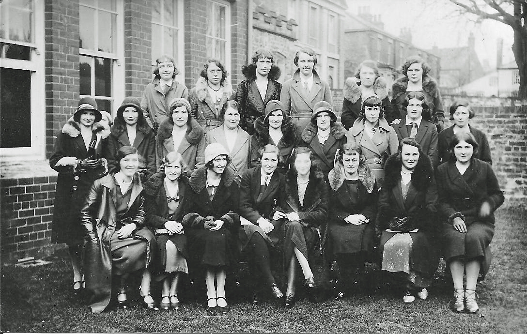 1015-_C.G.S._Reunion_-_Girls_-_1932[1].jpg