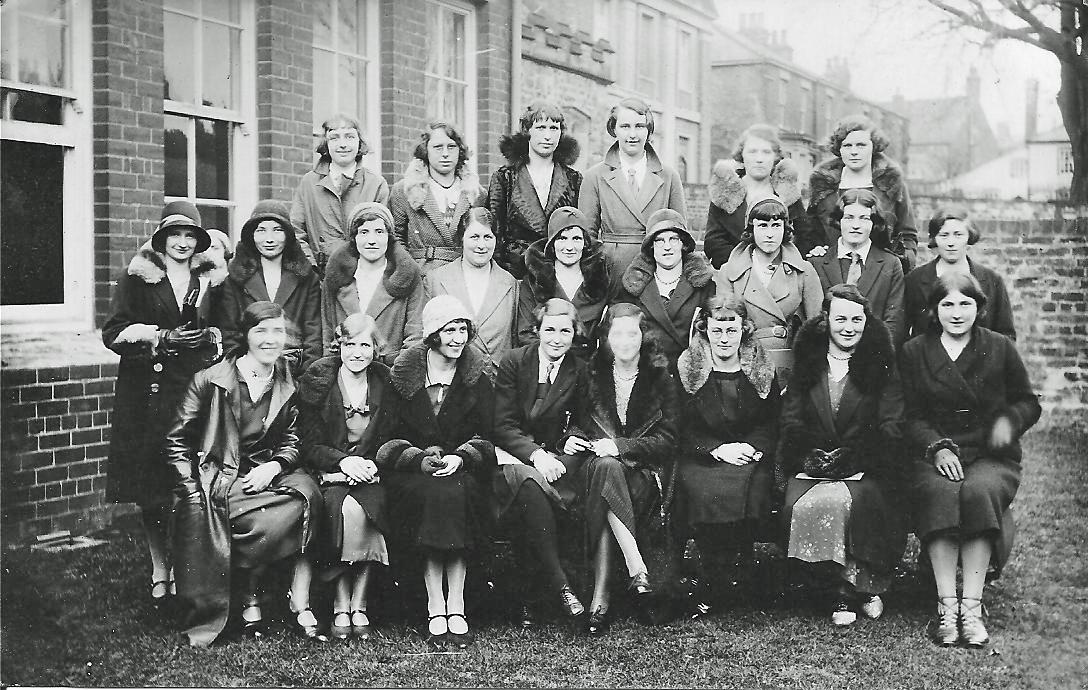 1015-_C.G.S._Reunion_-_Girls_-_1932[1].jpg