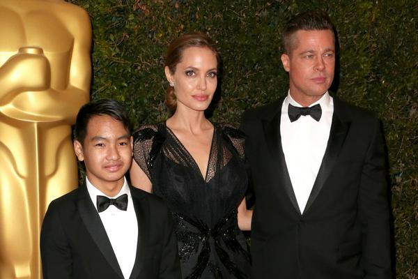 """First They Killed My Father: A Daughter of Cambodia Remembers"" គឺជាសាច់រឿងដែល Angelina Jolie គ្រោងនឹងថតក្នុងប្រទេសខ្មែរ"