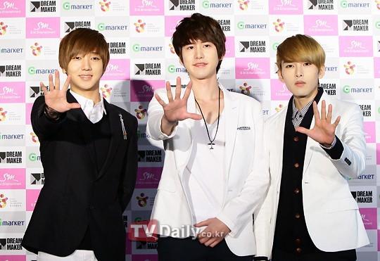 ក្រុមតារាចម្រៀងកូរ៉េ Super Junior ធ្វើឱ្យអ្នកគាំទ្រកក្រើកនៅទីក្រុងតៃប៉ិ