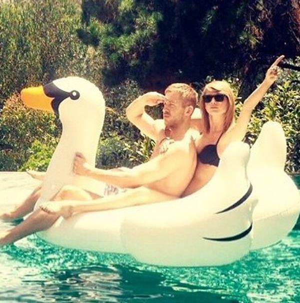 ទៅមើលភាពរ៉ូមែនទិចពីTaylor Swift និង Calvin Harris បន្តិចមើល!