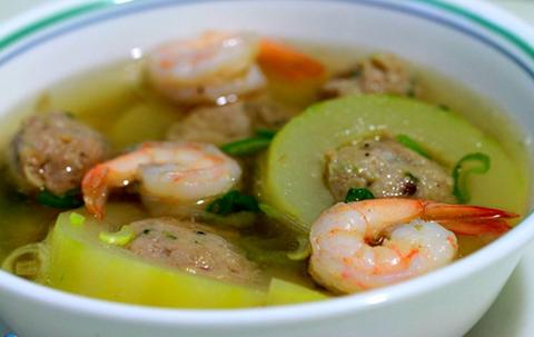 របៀបធ្វើមុខម្ហូប៖ ជ្រូកជាប់ជុច (Stuffed Winter Melon Soup)