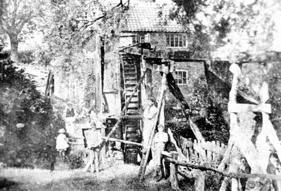 Shirleys Chair Works Bogs Lane 0703.JPG