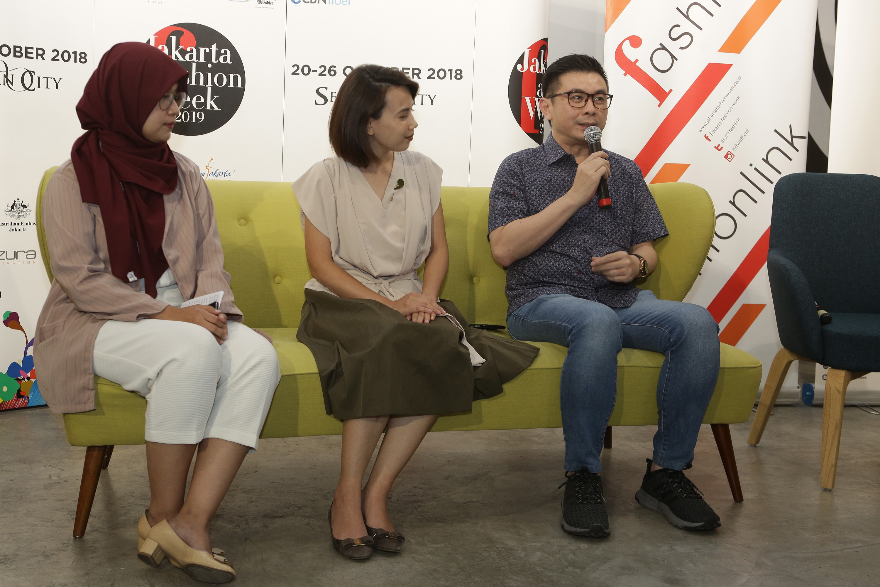 Sabrina Diandra (Brand Leader Pond's Age Miracle), Yaumi Fauziah (Marketing Lead Style Theory), Iko Futanto (Chroma Project) (2).jpg
