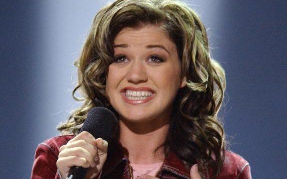 ច្បាស់ពានរង្វាន់ 'American Idol'២០០២រំលឹកពីការទទួលបាននូវពានរង្វាន់របស់នាង