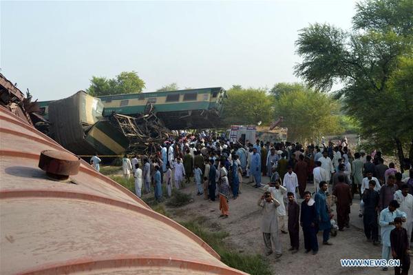 ៦នាក់បានស្លាប់បាត់បងអាយុជីវិត ១៥០ផ្សេងទៀតរងរបួស ដោយសារតែរទេះភ្លើងបុកគ្នា នៅកណ្តាលក្រុង ប៉ាគីស្ថាន (Pakistan)