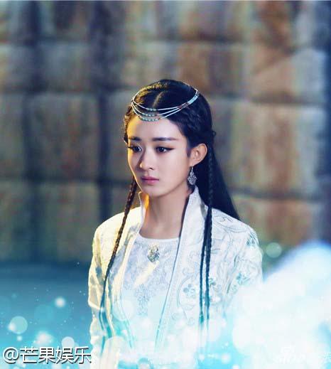 ពិតជាថ្ងៃល្អមែន តារាសម្តែងស្រីចិននាង Zanilia Zhao ឈ្នះនូវពានរង្វាន់ TV Queen នៅថ្ងៃខួបកំណើតរបស់នាង