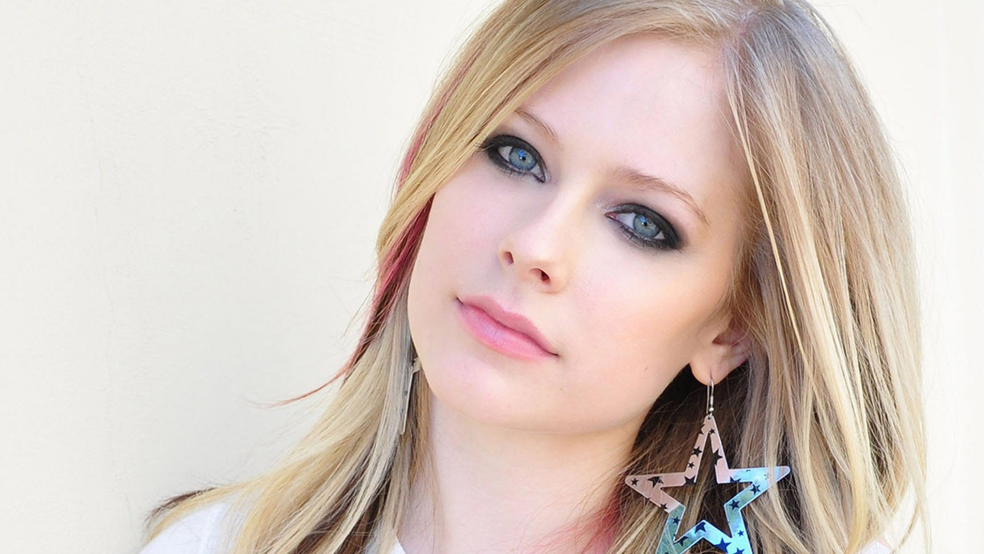 The Real Reason You Don't Hear From Avril Lavigne Anymore