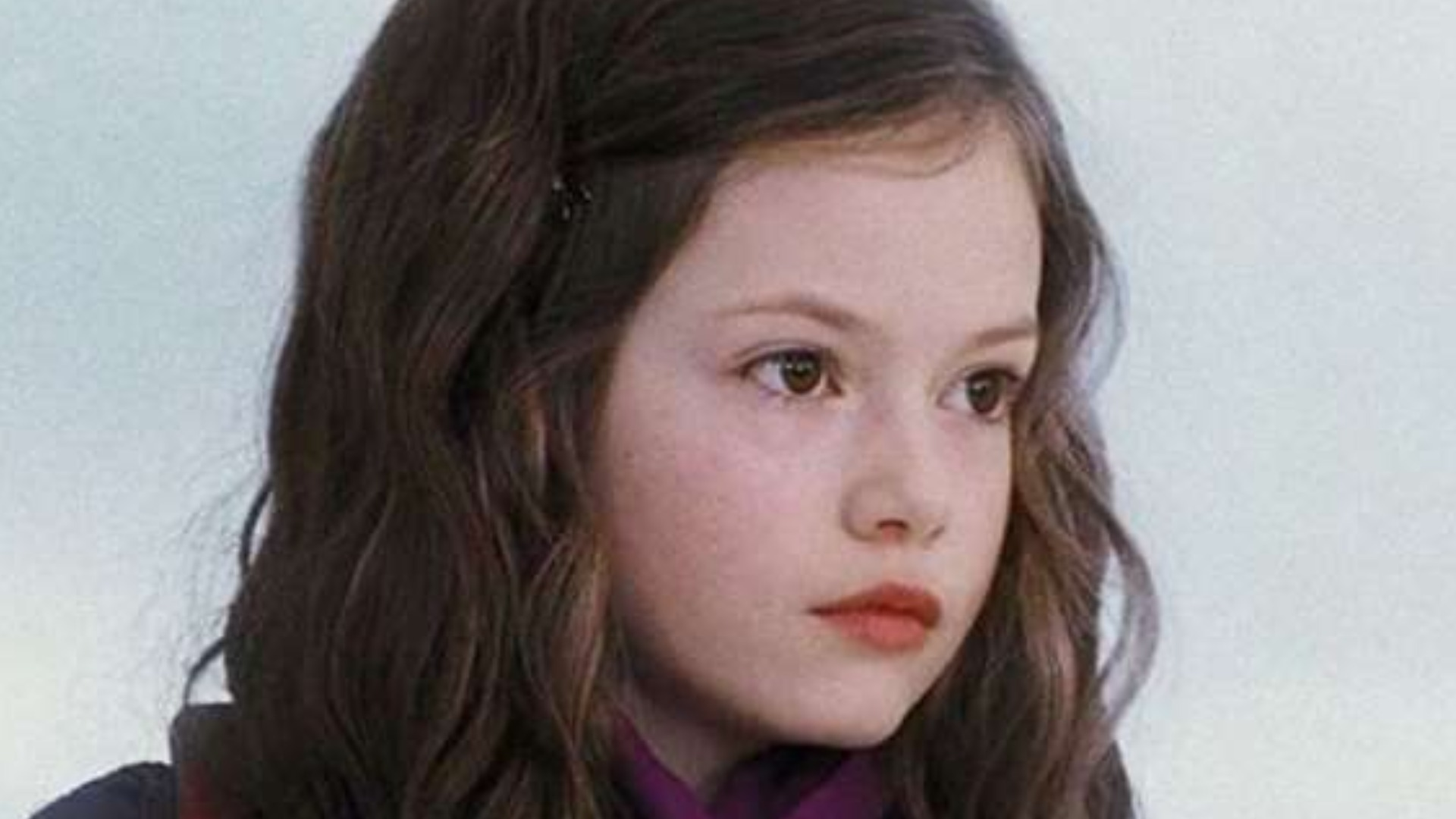 Renesmee From Twilight Is Seriously Stunning Now