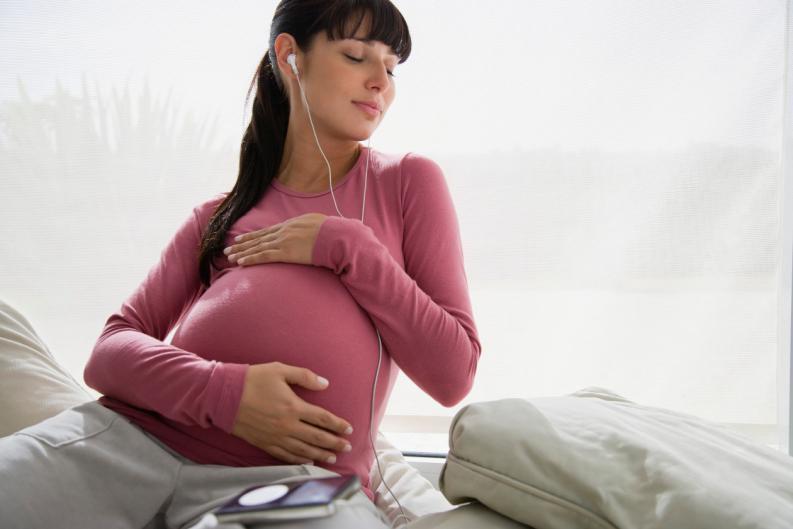 Escuchar-musica-clasica-durante-el-embarazo-reduce-el-estres-2.jpg