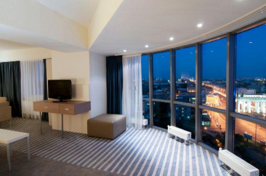 Holiday_Inn_Moskovskye_Vorota_panoramic-view-from-suite.jpg