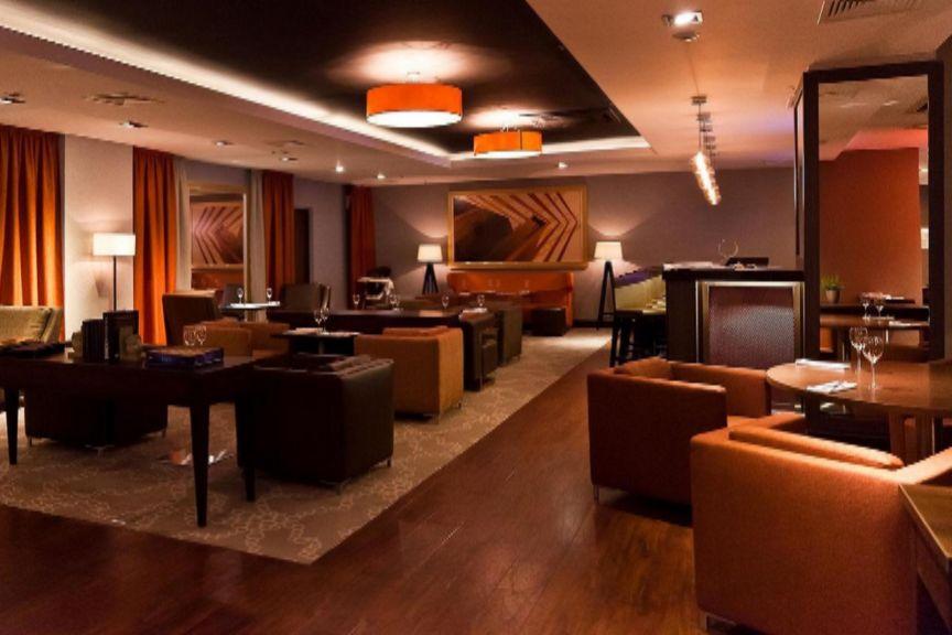 Holiday_Inn_Moskovskye_Vorota_lounge.jpg