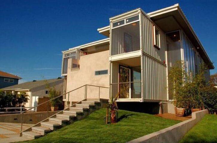 Casa container com constru%C3%A7%C3%A3o de alvenaria