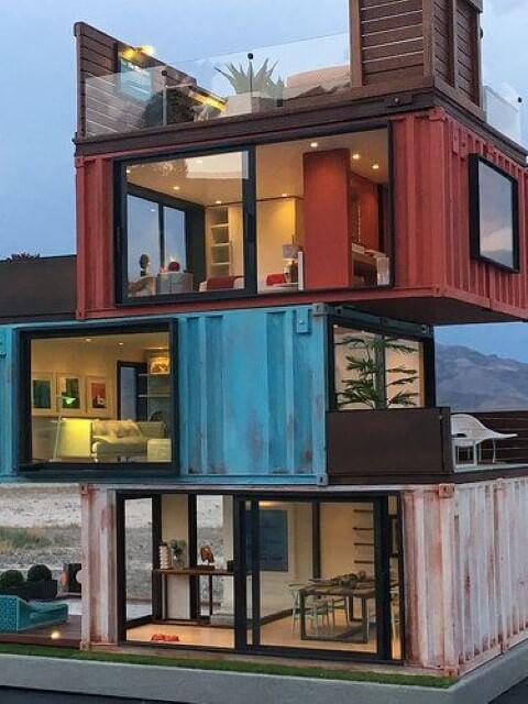 Casa container de tr%C3%AAs andares