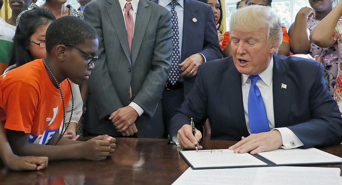 美國總統特朗普於2017年簽署一份STEM教育備忘錄