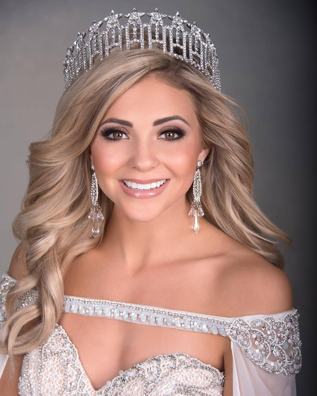 tate fritchley, miss indiana 2019. 43105693_328792254590189_1600298694297081030_n