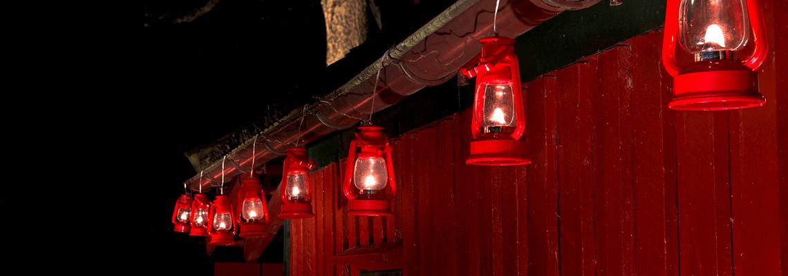 Köp julbelysning som flaggstångsbelysning och ljusslinga online och i butik hos Granngården!