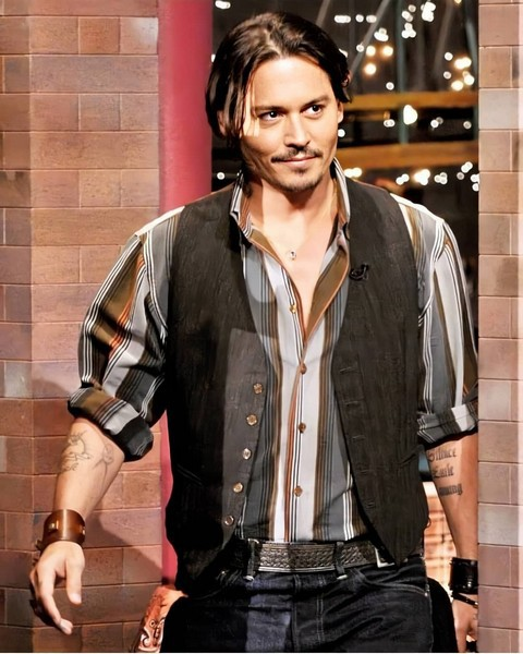 johnnydepp_daily_79821807_450450349198289_7563245641278394395_n.jpg