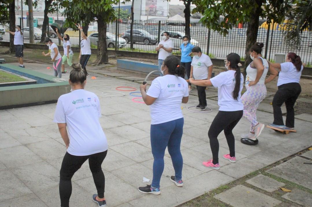 Colaboradores do Metropolitano durante atividade física. Foto: Comunicação / Pró-Saúde.